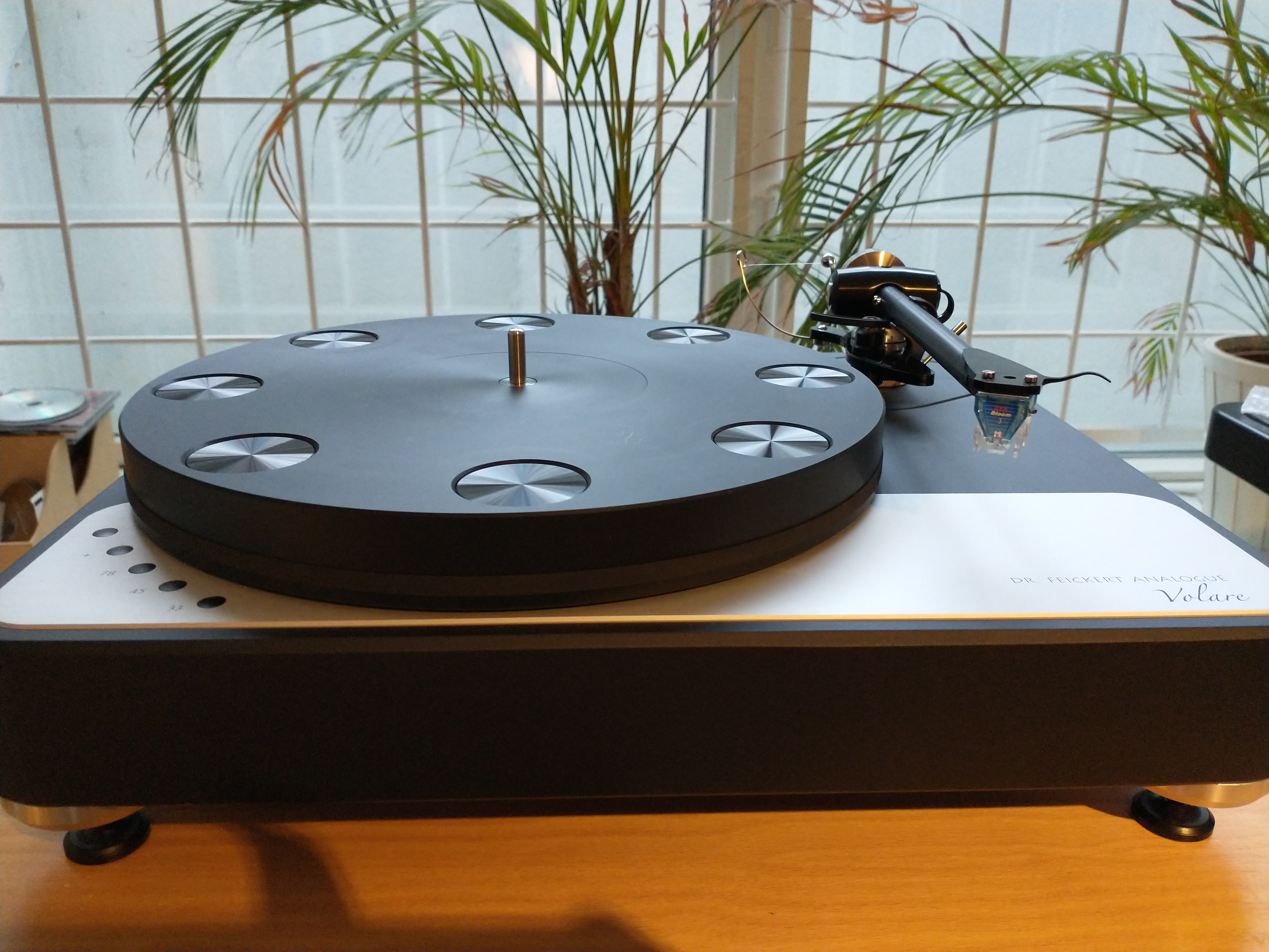 Dr. Feickert Volare med Origin Live Silver tonearm og ZYX R50 Bloom3